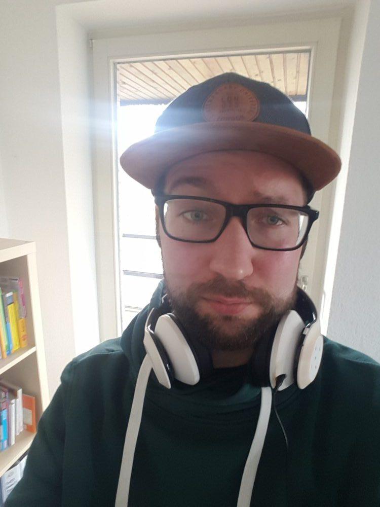 Oldenburger Möchtegern-Hipster auf dem Weg zur SEO-Campixx nach Berlin